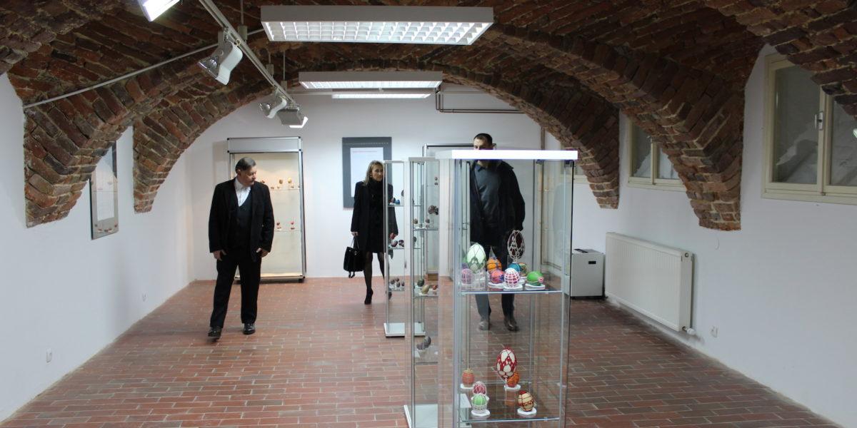 """Otvorene dvije izložbe u Gradskom muzeju u Bjelovaru: """"Ivan Lacković Croata i S pisanicom ususret Uskrsu"""""""