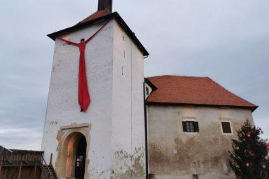 Muzej Grada Đurđevca utvrdu Stari grad ukrasio kravatom