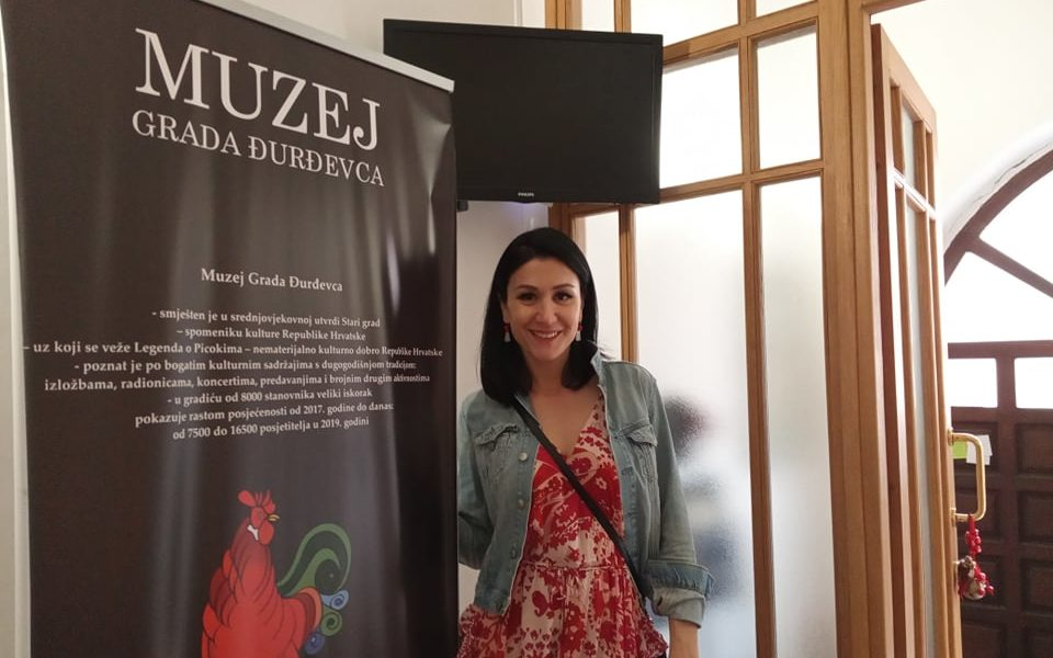 Violončelistica Ana Rucner razgledala Muzej Grada Đurđevca