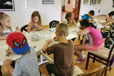 Kreativci oslikavali kamenčiće u Muzeju Grada Đurđevca